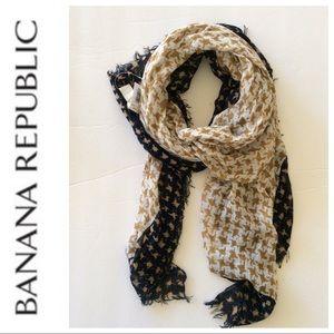 NWT BANANA REPUBLIC SOFT FRINGE BLANKET SCARF